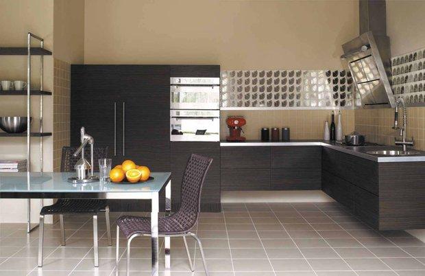 Фотография: Кухня и столовая в стиле Современный, Обои, Переделка, Плитка, Краска, Стеновые панели – фото на INMYROOM