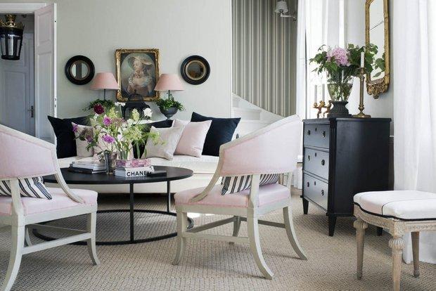 Фотография: Гостиная в стиле Прованс и Кантри, Классический, Скандинавский, Декор интерьера, Квартира, Черный, Бежевый, Серый, Розовый, бледно-розовый цвет в интерьере, модная палитра в интерьере – фото на INMYROOM