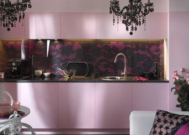 Фотография: Кухня и столовая в стиле Эклектика, Декор интерьера, Дом, Дизайн интерьера, Цвет в интерьере, Белый – фото на InMyRoom.ru