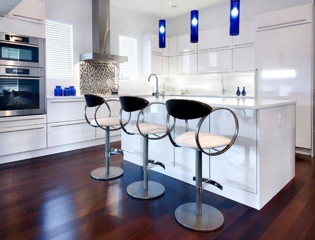 Фотография: Кухня и столовая в стиле Хай-тек, Гостиная, Декор интерьера, Квартира, Студия, Дом, барная стойка на кухне, кухня-гостиная с барной стойкой – фото на INMYROOM