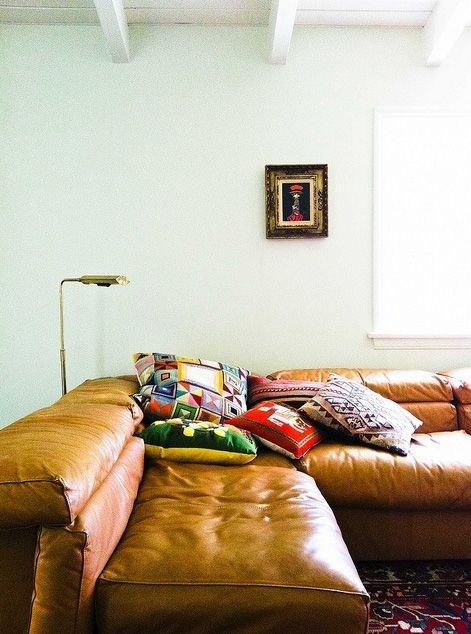 Фотография: Гостиная в стиле Современный, Декор интерьера, DIY, Текстиль, Декор, Мебель и свет, Текстиль, Стиль жизни, Советы – фото на INMYROOM
