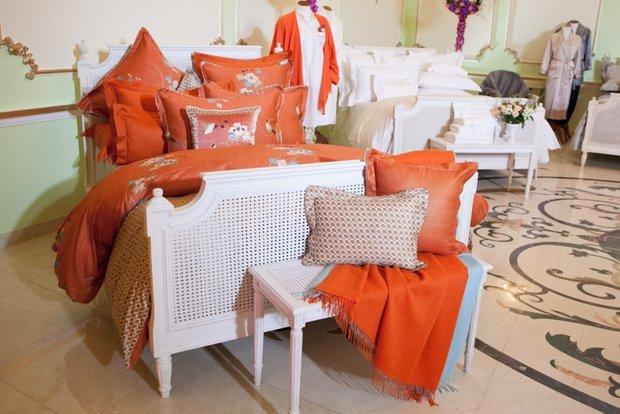 Фотография: Спальня в стиле Прованс и Кантри, Современный, Текстиль, Индустрия, События, Плед – фото на INMYROOM