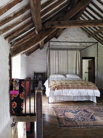 Фотография: Спальня в стиле Прованс и Кантри, Дом, Цвет в интерьере, Дома и квартиры, Стены, Балки – фото на INMYROOM
