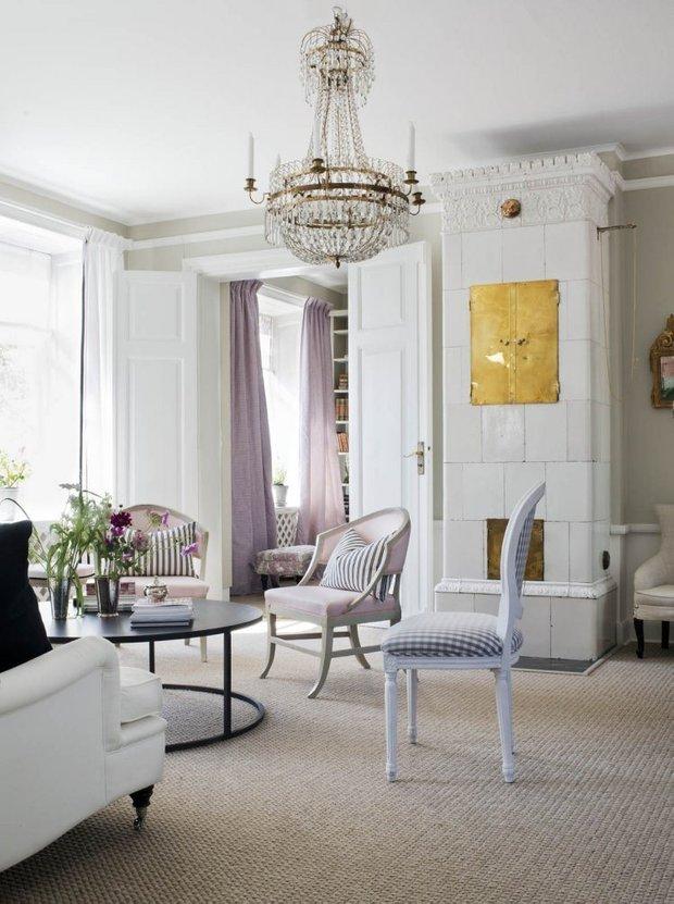 Фотография: Гостиная в стиле Скандинавский, Классический, Декор интерьера, Квартира, Черный, Бежевый, Серый, Розовый, бледно-розовый цвет в интерьере, модная палитра в интерьере – фото на INMYROOM