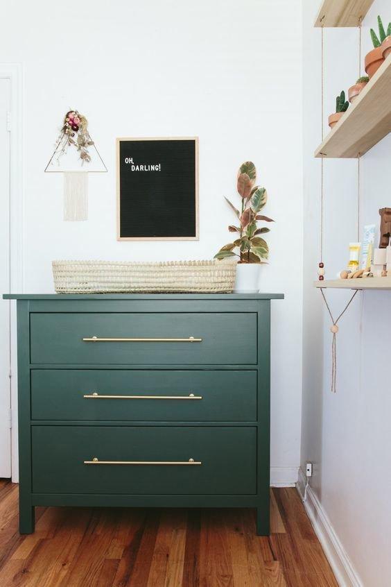 Фотография: Прихожая в стиле Скандинавский, DIY, Мебель и свет, Советы, мебель, как самостоятельно покрасить кухонную мебель, двери и мебель в одном стиле – фото на INMYROOM