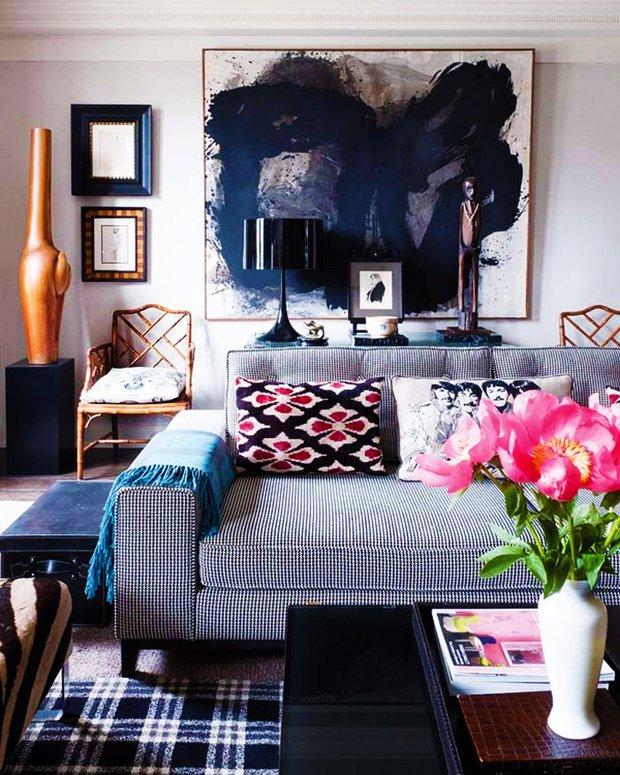 Фотография: Гостиная в стиле Прованс и Кантри, Эклектика, Декор интерьера, Дизайн интерьера, Цвет в интерьере, Черный, Желтый, Синий, Серый – фото на INMYROOM