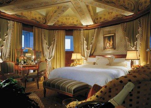 Фотография: Спальня в стиле Классический, Декор интерьера, Квартира, Дом, Декор дома – фото на INMYROOM