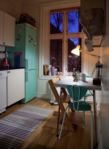 Фотография: Кухня и столовая в стиле Скандинавский, Интерьер комнат, SMEG, Цвет в интерьере, Бирюзовый – фото на INMYROOM