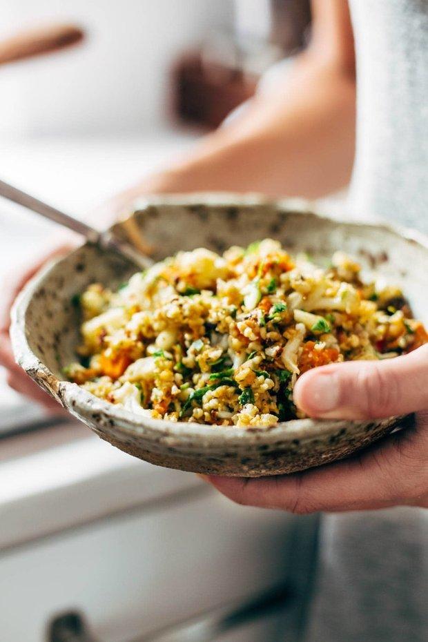 Фотография:  в стиле , Салат, Здоровое питание, Вегетарианская, Веганская, Сырым, Кулинарные рецепты, Варить, 45 минут, Европейская кухня, Просто, Цветная капуста, Киноа, Батат, Запекание – фото на INMYROOM