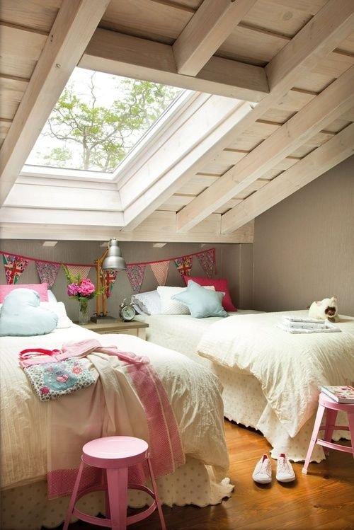 Фотография: Спальня в стиле Прованс и Кантри, Дом, Мебель и свет, Дача, Дом и дача, как обустроить мансарду, идеи для мансарды – фото на INMYROOM