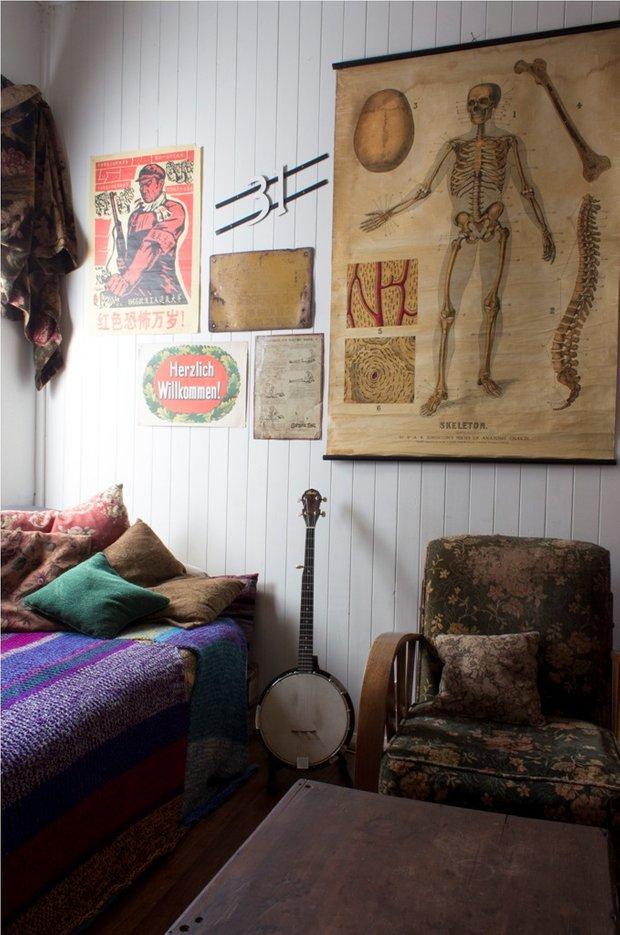 Фотография: Спальня в стиле Лофт, Эклектика, Декор интерьера, Хранение, Стиль жизни, Советы – фото на INMYROOM