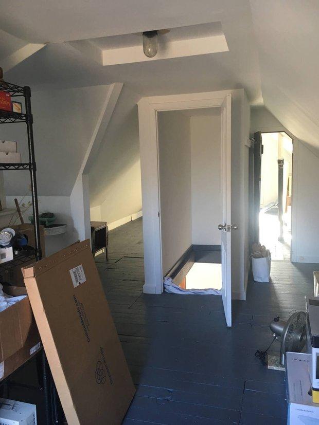Фотография:  в стиле , Спальня, Декор интерьера, до и после, переделка старого дома – фото на INMYROOM