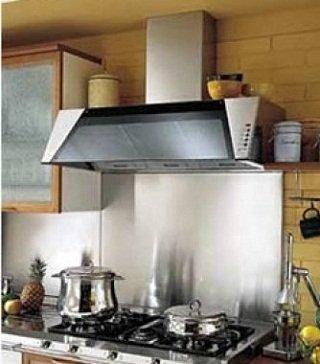 Фотография: Кухня и столовая в стиле Прованс и Кантри, Интерьер комнат, Встраиваемая техника – фото на INMYROOM