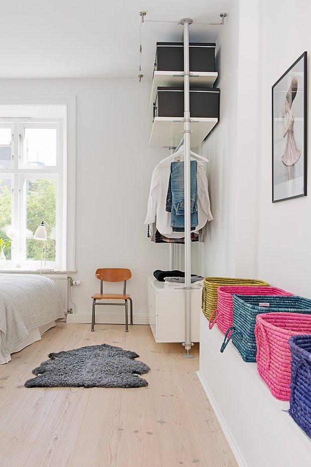 Фотография: Спальня в стиле Скандинавский, Современный, Малогабаритная квартира, Квартира, Швеция, Мебель и свет, Дома и квартиры, Белый – фото на INMYROOM
