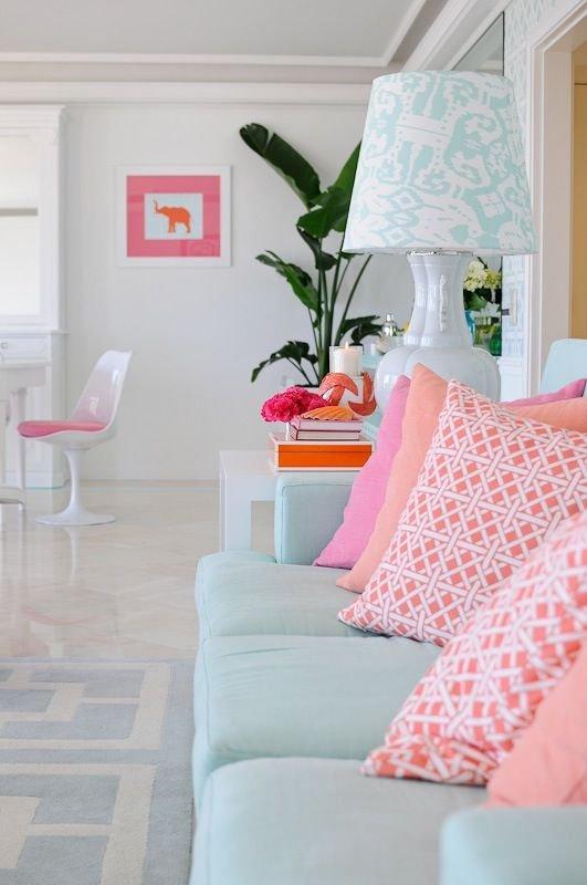 Фотография: Гостиная в стиле Эклектика, Декор интерьера, Декор, Белый, Зеленый, Бежевый, Синий, Голубой, Оранжевый, Бирюзовый – фото на INMYROOM