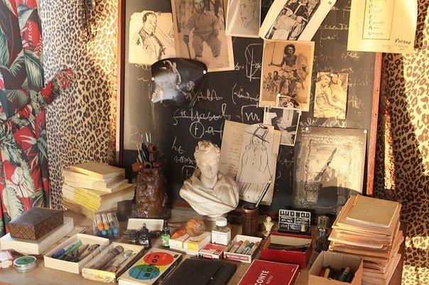 Фотография: Прочее в стиле , Декор интерьера, Франция, Антиквариат, Цвет в интерьере, Индустрия, Люди, История дизайна, Ампир – фото на INMYROOM