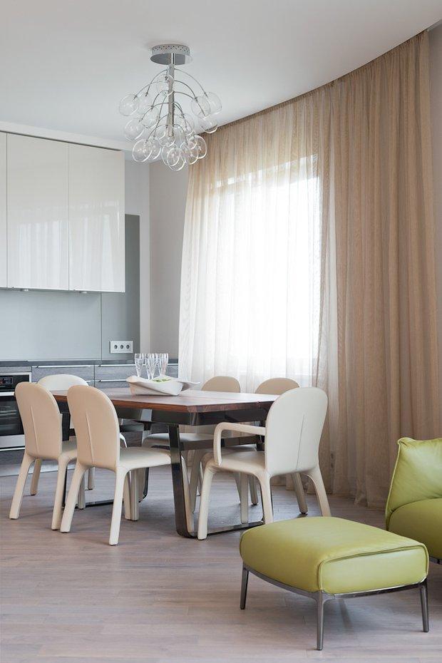 Фотография: Кухня и столовая в стиле Минимализм, Классический, Квартира, Проект недели, Москва, Бежевый – фото на INMYROOM