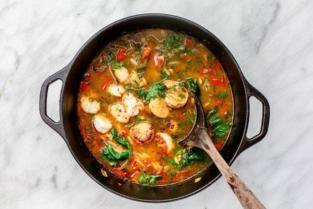 Фотография:  в стиле , Обед, Суп, Итальянская кухня, Кулинарные рецепты, Варить, 30 минут, Средняя сложность, Креветки, Гребешки – фото на INMYROOM