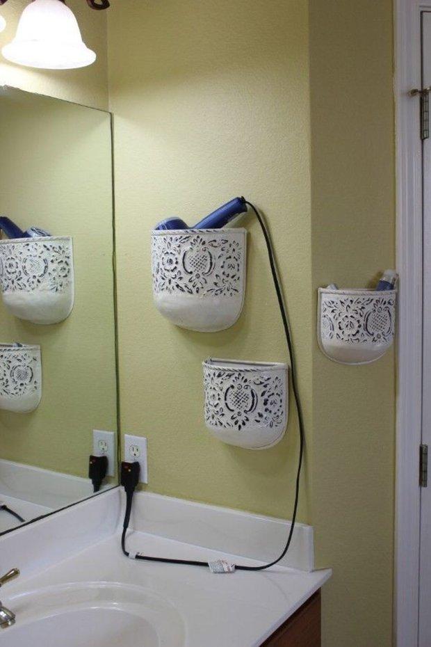 Фотография:  в стиле , Ванная, Декор интерьера, DIY, Малогабаритная квартира, Квартира, Декор, Советы, хранение в прихожей, лайфхак, хранение в маленькой ванной, идеи хранения для санузла, маленький санузел – фото на INMYROOM