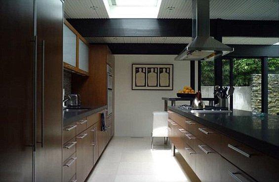 Фотография: Кухня и столовая в стиле Минимализм, Дома и квартиры, Интерьеры звезд – фото на INMYROOM