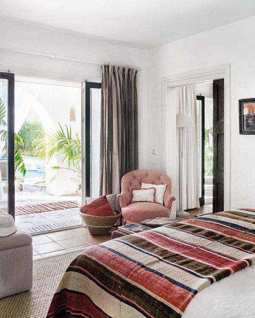 Фотография: Спальня в стиле Прованс и Кантри, Эклектика, Дом, Франция, Дома и квартиры, Деревенский, Марокканский – фото на INMYROOM