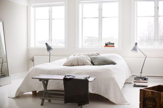 Фотография: Спальня в стиле Лофт, Скандинавский, Декор интерьера, Декор дома, Цвет в интерьере, Белый, Эко – фото на INMYROOM