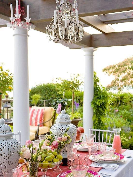 Фотография: Балкон, Терраса в стиле , Классический, Декор интерьера, DIY, Мебель и свет, Советы, Люстра – фото на INMYROOM