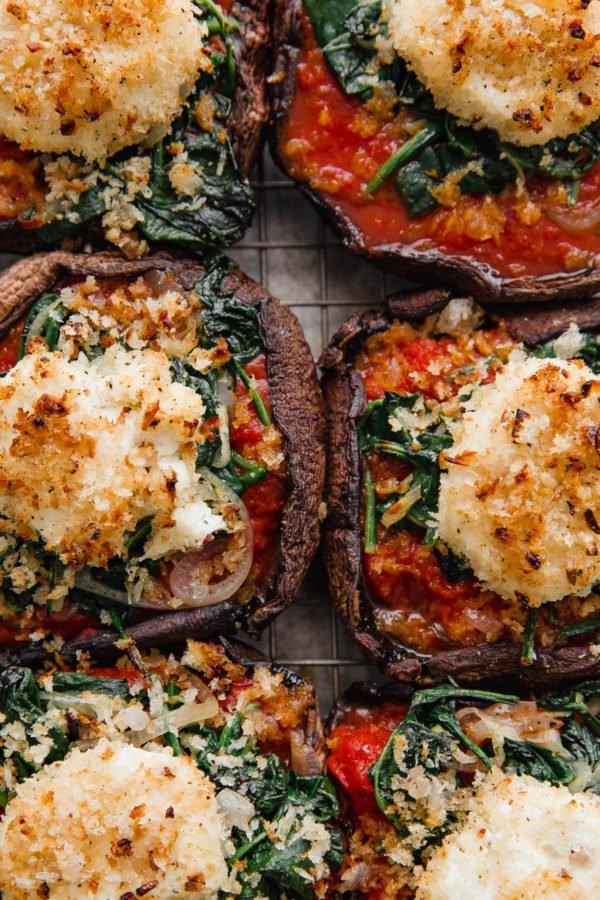 Фотография:  в стиле , Обед, Ужин, Основное блюдо, Здоровое питание, Кулинарные рецепты, Грибы, 45 минут, Европейская кухня, Просто, Шампиньоны, Козий сыр, Запекание – фото на INMYROOM