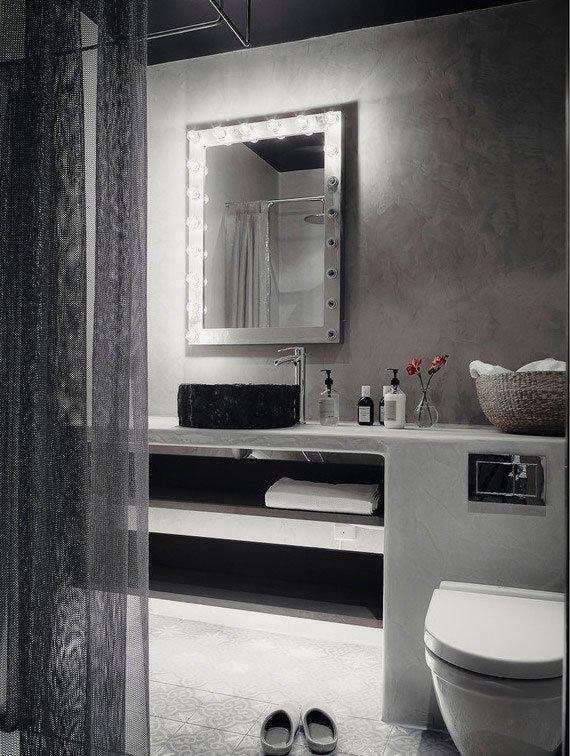 Фотография: Ванная в стиле Лофт, AEG, Electrolux, Советы, маленькая ванная, стиральная машина, стиральная машина с вертикальной загрузкой – фото на INMYROOM