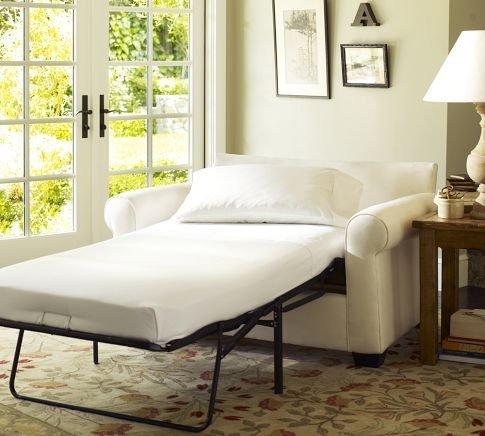 Фотография: Спальня в стиле Прованс и Кантри, Советы, как совместить спальню с гостиной, как обустроить в одной комнате две зоны, зонирование комнаты – фото на INMYROOM