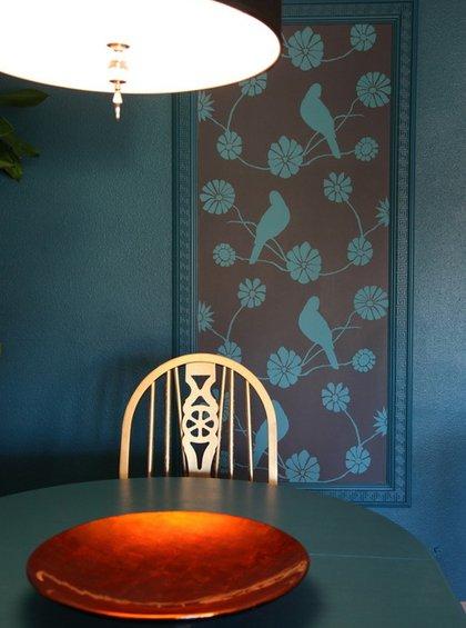 Фотография: Кухня и столовая в стиле Скандинавский, Декор интерьера, Декор дома, Цвет в интерьере, Обои – фото на INMYROOM