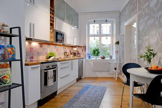 Фотография: Кухня и столовая в стиле Прованс и Кантри, Декор интерьера, Квартира, Дом, Интерьер комнат, Цвет в интерьере, Белый – фото на INMYROOM