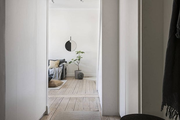 Фотография: Прихожая в стиле Скандинавский, Современный, Декор интерьера, Квартира, Студия, Белый, Минимализм, Черный, до 40 метров – фото на INMYROOM