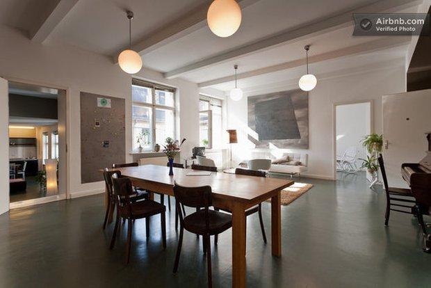 Фотография: Спальня в стиле Минимализм, Декор интерьера, Квартира, Дома и квартиры, Airbnb – фото на INMYROOM