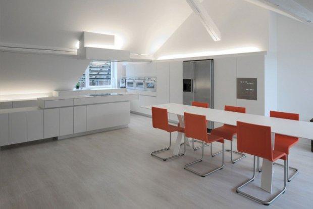 Фотография: Кухня и столовая в стиле Современный, Лофт, Квартира, Дома и квартиры, Футуризм – фото на INMYROOM