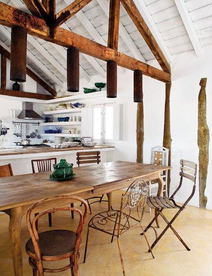 Фотография: Кухня и столовая в стиле Прованс и Кантри, Дом, Португалия, Цвет в интерьере, Дома и квартиры, Стены – фото на INMYROOM
