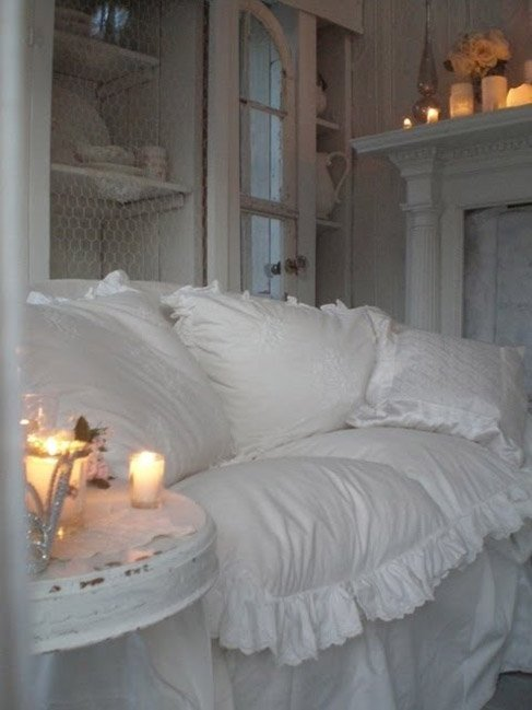 Фотография: Спальня в стиле Прованс и Кантри, Современный, Декор интерьера, Текстиль, Подушки, Шторы – фото на InMyRoom.ru