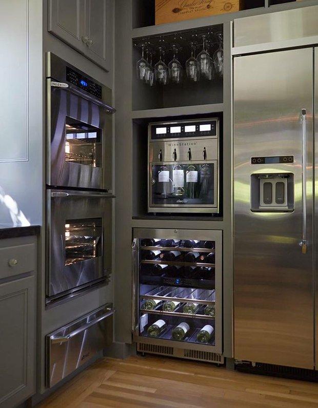 Фотография: Кухня и столовая в стиле Лофт, Современный, Хай-тек, Интерьер комнат, Бытовая техника – фото на INMYROOM
