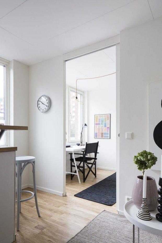 Фотография: Кабинет в стиле Скандинавский, Малогабаритная квартира, Квартира, Планировки, Хранение – фото на INMYROOM