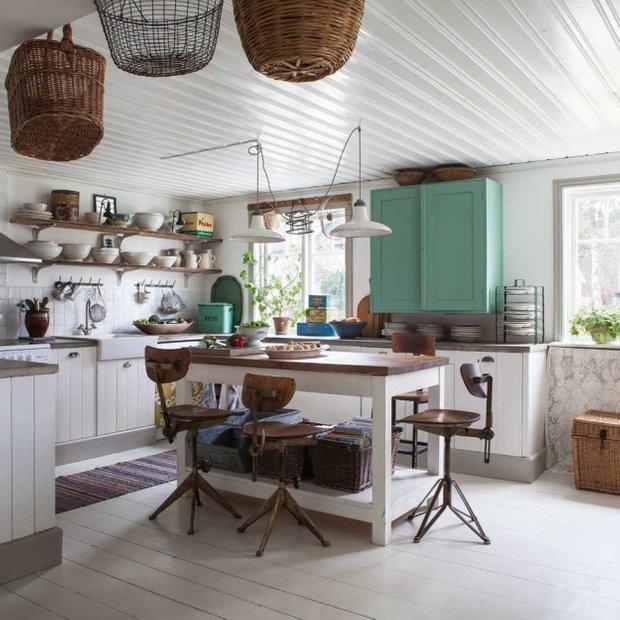 Фотография: Кухня и столовая в стиле Скандинавский, Декор интерьера, Мебель и свет, Дача – фото на INMYROOM