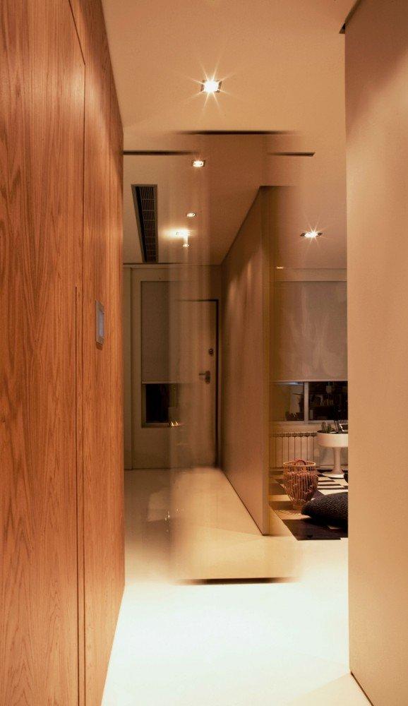 Фотография: Прихожая в стиле , Малогабаритная квартира, Квартира, Россия, Дома и квартиры, Нью-Йорк, Париж, Мебель-трансформер – фото на InMyRoom.ru
