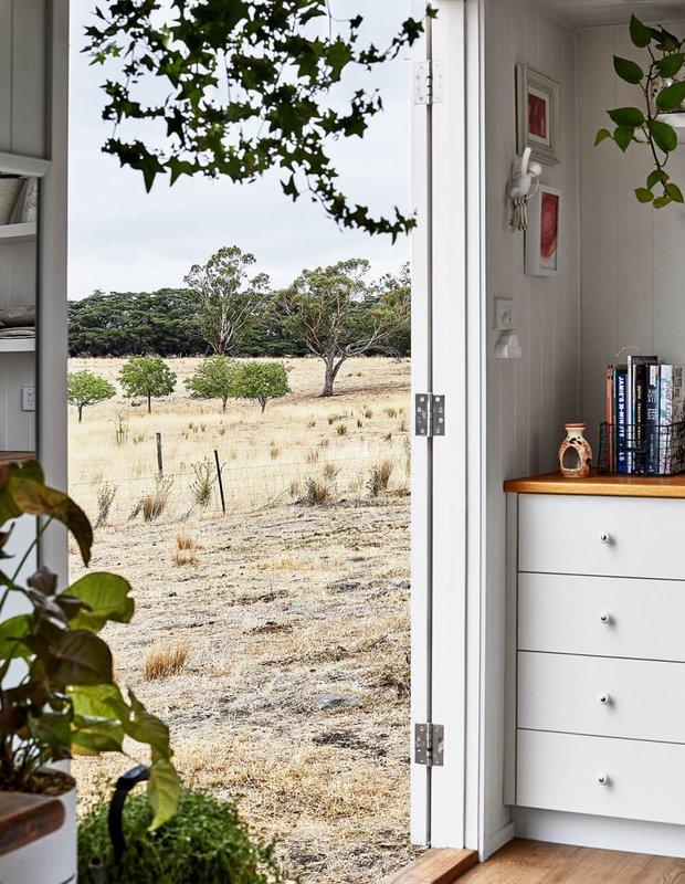 Фотография: Прихожая в стиле Скандинавский, Дом, Австралия, Дом и дача, 2 комнаты, до 40 метров – фото на INMYROOM
