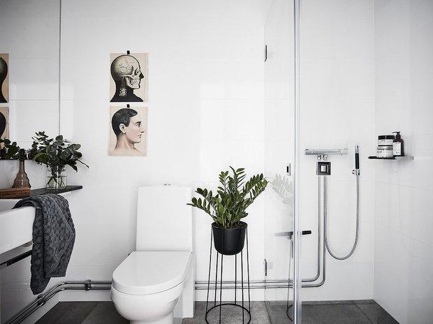 Фотография: Ванная в стиле Скандинавский, Минимализм, Современный, Квартира, Швеция, Советы, Белый, Черный, Стокгольм, 2 комнаты, 40-60 метров – фото на INMYROOM