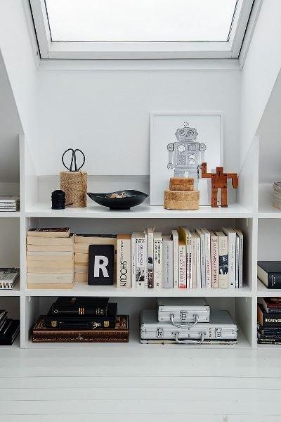 Фотография: Прочее в стиле Скандинавский, Декор интерьера, Декор, Домашняя библиотека, как разместить книги в интерьере, книги в интерьере – фото на INMYROOM
