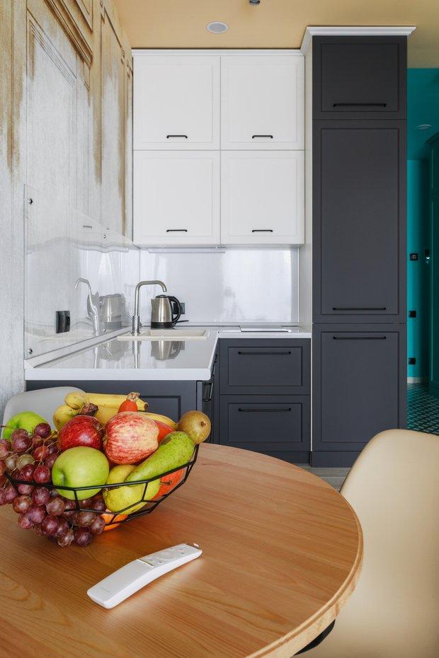 Фотография: Кухня и столовая в стиле Эклектика, Малогабаритная квартира, небольшая спальня – фото на INMYROOM