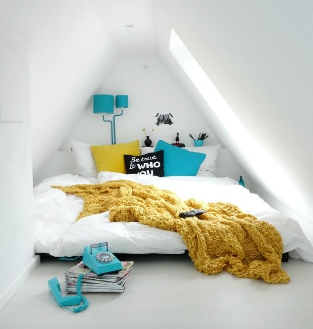 Фотография: Спальня в стиле Скандинавский, Современный, Дом, Мебель и свет, Дача, Дом и дача, как обустроить мансарду, идеи для мансарды – фото на INMYROOM
