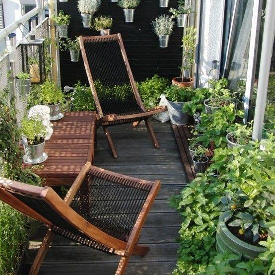 Фотография: Балкон в стиле Прованс и Кантри, Эко, Советы, Зеленый, Оксана Шабалина, овощи на балконе, сад пряных трав на балконе, вертикальное озеленение, что выращивать в тени, огород на балконе, мини-огород на балконе – фото на INMYROOM