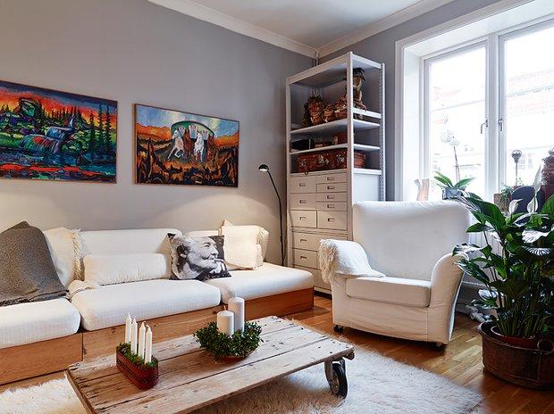 Фотография: Гостиная в стиле Скандинавский, Малогабаритная квартира, Квартира, Цвет в интерьере, Дома и квартиры, Белый, Гетеборг, 2 комнаты, 40-60 метров – фото на INMYROOM