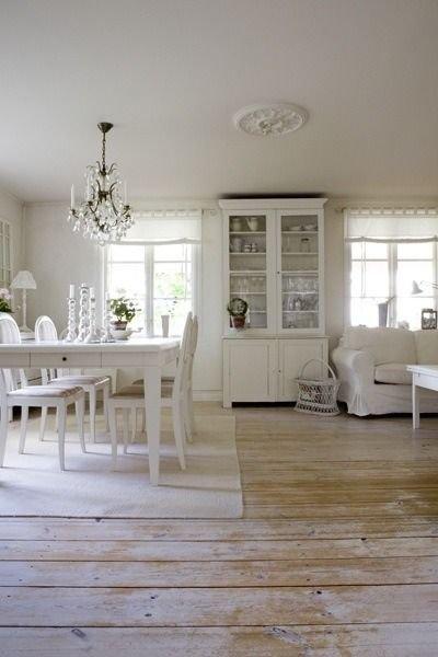 Фотография: Кухня и столовая в стиле , Декор интерьера, Мебель и свет, Перегородки – фото на INMYROOM
