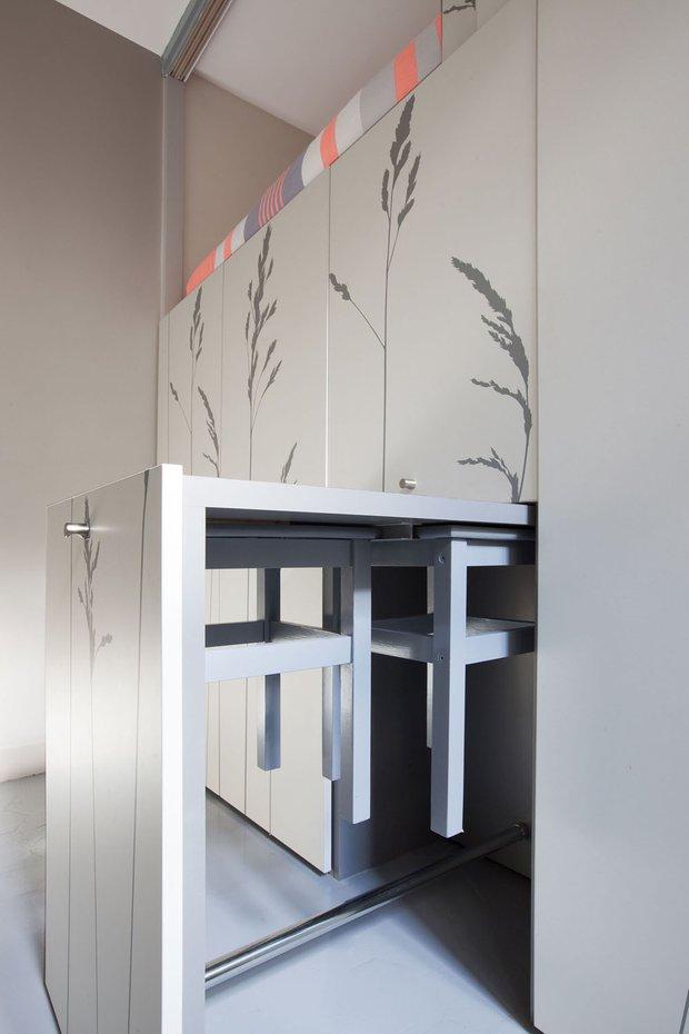 Фотография: Кухня и столовая в стиле Современный, Хай-тек, Малогабаритная квартира, Студия, Белый – фото на INMYROOM
